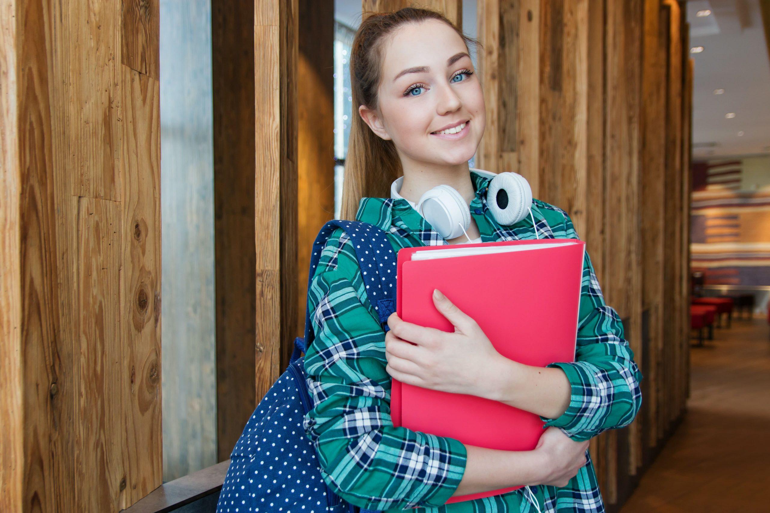Est-il nécessaire de suivre des cours d'anglais en ligne pour préparer un examen officiel ?
